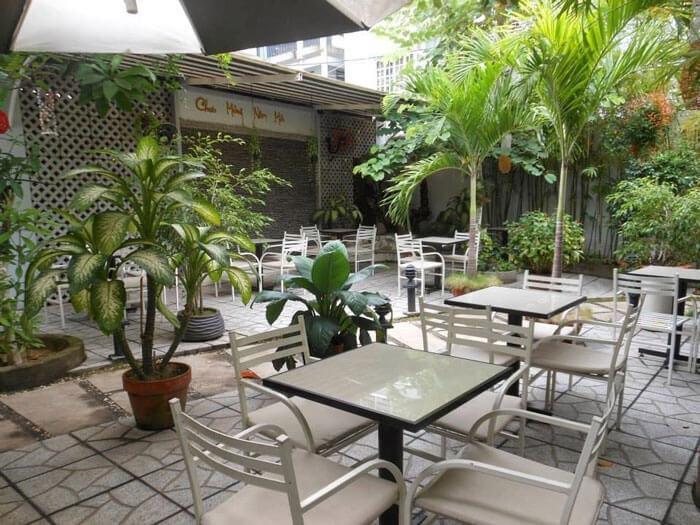 1- sân vườn2 - 10 mẫu & ý tưởng thiết kế quán cafe nhỏ giá rẻ đẹp nhất 2019