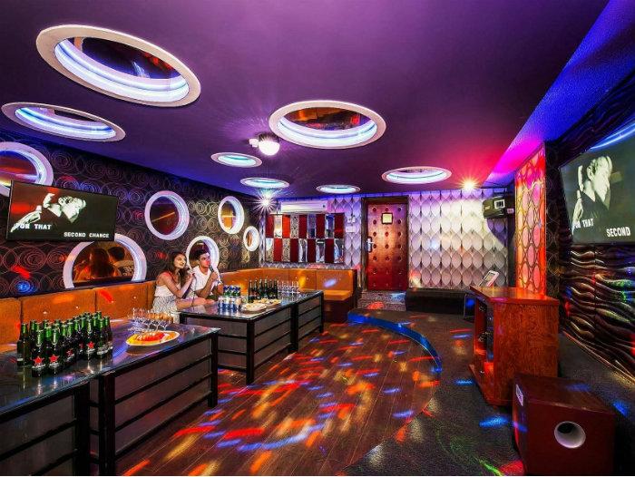 4- Hốt bạc nhờ 5 nguyên tắc trang trí nội thất quán karaoke